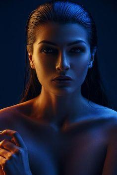 studio photography tips Beauty Photography, Colour Gel Photography, Studio Portrait Photography, Photographie Portrait Inspiration, Photo Portrait, Beauty Portrait, Studio Portraits, Photography Women, Light Photography
