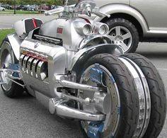 Amateurs de vitesse ou de sensations fortes, ce top est fait pour vous. Après le top des voitures les plus rapides du monde, il convenait de se pencher sur le cas des motocyclettes, aux guidons desque