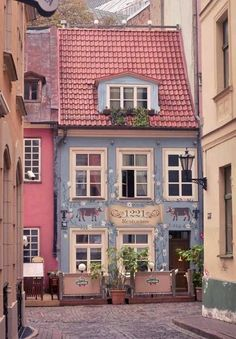Quaint town with nature building Beautiful Buildings, Beautiful Homes, Beautiful Places, Beautiful Pictures, Cute House, Shop Fronts, Travel Aesthetic, Architecture, Belle Photo