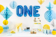 Finde die passende Deko zum 1. Geburtstag für deinen Sohn Balloon Cake, Balloon Garland, The Balloon, Mini Bunting, Bunting Banner, Safari Party, Rose Gold Balloons, Custom Balloons, Letter Balloons