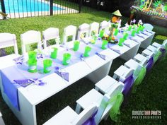 Table settings at a Tinkerbell Party #tinkerbell #partytable