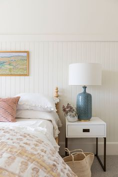 14 Fabulous Rustic Chic Bedroom Design and Decor Ideas to Make Your Space Special - The Trending House Decor, Room, Room Design, Girls Room Design, Neutral Bedroom Decor, Kid Spaces, Home Decor, Bedroom Decor, Simple Bedroom