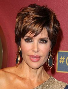 Lisa Rinna Short Straight Hairstyles 2015 has been creating waves in the fashion trends over the years making these hairstyles rule the hearts women around the world.