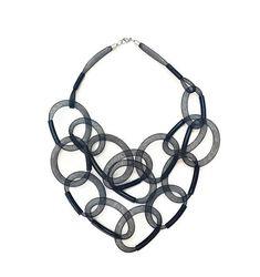 Maglia nera collana gioielleria contemporanea popolare collana