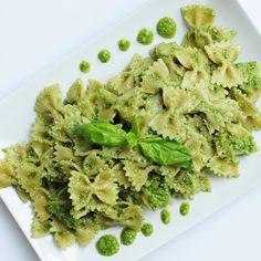 Healthy Cilantro Pesto with Basil Recipe - http://www.veganfamilyrecipes.com/cilantro-basil-pesto-pasta
