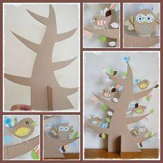 Árvore feita com papelão, tecidos, papel craft e muita criatividade