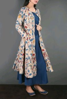 Kalamkari Cape With Maxi Dress In Blue & Beige Price: Stylish Dresses, Casual Dresses For Women, Fashion Dresses, Clothes For Women, Dress Casual, Kurta Designs, Blouse Designs, Pakistani Dresses, Indian Dresses