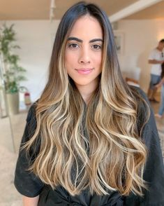 Brown Hair With Blonde Highlights, Blonde Hair Looks, Brown Hair Balayage, Bronde Hair, New Hair, Hair Inspiration, Curly Hair Styles, Hair Makeup, Hair Beauty