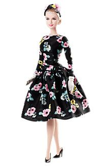 Love it - Barbie as Grace Kelly - classic. I think being a Barbie Collector would be so cool but EXPENSIVE! Grace Kelly, Barbie Style, Barbie Dress, Barbie Clothes, Poupées Barbie Collector, Barbie Et Ken, Barbie Barbie, Barbie Kelly, Barbie Cake