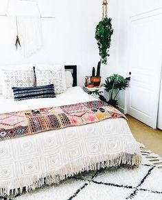 80 Modern Bohemian Bedroom Decor Ideas February Leave a Comment Find the best bohemian bedroom designs. Your bedroom speaks for your identity and lifestyle. And the bedroom decor that will definitely represent everything you are is non Bohemian Bedroom Decor, Home Decor Bedroom, Diy Home Decor, Bedroom Ideas, Bohemian Interior, Bedroom Furniture, Budget Bedroom, Design Bedroom, Boho Decor