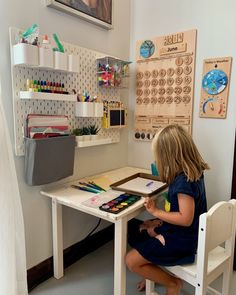 Are you wondering how to homeschool in a small space? See how we turned our dining room into a homeschool room with space for art, music, nature, and books! Kids Homework Station, Kids Art Station, Kids Homework Room, Kids Study, Home Learning, Learning Spaces, Learning Stations, Classroom Decor, School Room Decorations