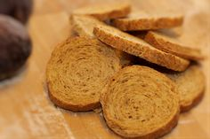 Crostini integrali. Scopri tutte le altre bontà in vendita su: www.demarca.it Bread, Food, Eten, Bakeries, Meals, Breads, Diet