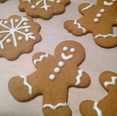 These are the best gingerbread cookies you'll ever eat! Roll them thinner for a crispy cookie or thicker for a chewy cookie. Crispy Cookies, No Bake Cookies, Best Gingerbread Cookies, Cookies And Cream, Brown Sugar, Sweet Tooth, Chocolate, Desserts, Christmas