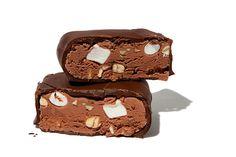 2 συνταγές για να Φτιάξετε λαχταριστά παγωτινια χωρίς παγωτομηχανή  !Για παγωτινια σοκολατα 3 φλ. τσαγιού γάλα φρέσκο 2 βανίλιες 1 κουτί (400 γραμμ.) ζαχαρούχο γάλα 1 φλ. τσαγιού Κακάο κοσκινισμένο 1 κουπα χοντροκομμενους ξηρους καρπους 4 κουβερτούρες των 125 γρ. κομμένες σε κομματάκια   Για παγωτινια κρεμα 3 φλ. τσαγιού γάλα …