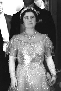 The Queen Mother, wearing the Teck circle necklace mounted on a tiara frame & Queen Alexandra's Wedding Necklace, Nov George Vi, Windsor, Lady Elizabeth, Queens Jewels, Royal Tiaras, British Royal Families, Her Majesty The Queen, English Royalty, Queen Mother