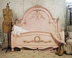 vintage headboard | Tumblr Shabby Chic Bedrooms, Shabby Chic Furniture, Shabby Chic Decor, Vintage Furniture, Painted Furniture, Romantic Cottage, Shabby Cottage, Cottage Chic, Cottage Style