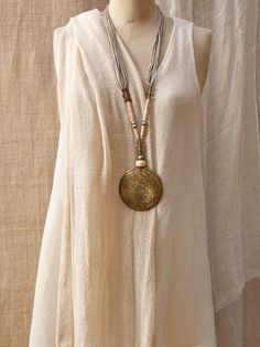 Hammered bronze pendant with bone and ethnic beads -:- AMALTHEE -:- n° 3305