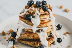 The fluffiest, most pillowy, blueberry pancakes are now keto and paleo-friendly! Made with nutrient-packed ingredients to start your day off right! Nutritious Breakfast, Low Carb Breakfast, French Coconut Pie, Almond Flour, Coconut Flour, Almond Milk, Buttermilk Recipes, Flour Recipes, Fried Oysters