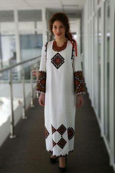 Украина, от Ирины – U K R A I N I A N embroidery , National outfits and lt's elements 2 Ethnic Fashion, Hijab Fashion, Fashion Dresses, Womens Fashion, Traditional Fashion, Traditional Dresses, Ukrainian Dress, Embroidered Clothes, Folklore