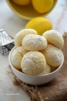 Limonlu Şekerli Kurabiye Tarifi – Kurabiye – The Most Practical and Easy Recipes Lemon Sugar Cookies, Sugar Cookies Recipe, Cookie Recipes, Lemon Desserts, Köstliche Desserts, Dessert Recipes, Cupcakes, Turkey Cake, Banana Pudding Recipes