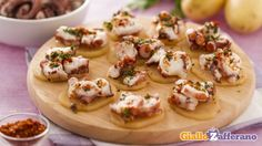 Polpo alla galiziana (pulpo a la gallega) Fish Recipes, Vegetable Recipes, Spanish Food, Camembert Cheese, Tapas, Vegetables, Eat, Cooking, Food