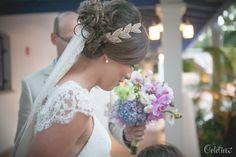 Hoje é dia de mostrar um casamento especialmente lindo para vocês. A Letícia e o Diego se casaram num fim de tarde, na praia e com muita alegria! O casamento foi elegante, delicado e nós adoramos a roupa do noivo e o vestido da noiva (Reparem como combinam com o estilo praia!) Uma ótima inspiração ...