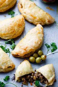 16 Impressive Puff Pastry Recipes That Are Secretly Easy - XO, Katie Rosario Puff Pastry is a versatile ingredient that can be used in many recipes savory or sweet. With these puff pastry recipes you can easily make impressive looking dishes. Puff Pastry Recipes Savory, Easy Puff Pastry Recipe, Pastry Dough Recipe, Puff Pastry Dough, Frozen Puff Pastry, Puff Recipe, Ground Beef Puff Pastry Recipe, Chicken Pot Pie Recipe Puff Pastry, Buffalo Chicken