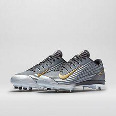Yo quiero el nike zapatos de beisbol. Yo cuesto cien dolares en el internet.