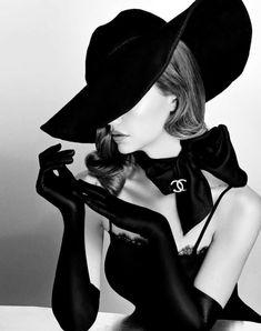 "Viktorija Pashuta - Viktorija Pashuta ""VOGUE Fashion"" Original Fine Art Print - Viktorija Pashuta Portrait Print – Vogue Fashion Fine Art 2018 Surrealist You are in the right pla - Vogue Vintage, Vintage Glamour, Vintage Models, Vintage Vogue Covers, 50s Glamour, Vintage Woman, Vintage Hats, Vintage Chanel, Hollywood Glamour"