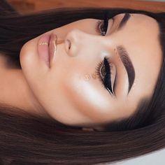 #AnastasiaBrows @jessicarose_makeup  BROWS: #Dipbrow in Chocolate set with Clear Brow Gel  GLOW: That Glow #glowkit  #anastasiabeverlyhills