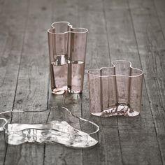 Aalto vase salmon pink from Iittala by Alvar Aalto