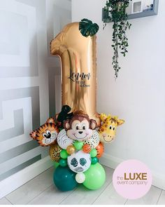 Jungle Birthday Cakes, Safari Theme Birthday, Baby Boy 1st Birthday Party, Safari Party, Birthday Parties, Birthday Balloon Decorations, Birthday Balloons, Balloon Gift, Balloon Bouquet