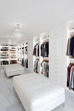 46 Dream Walk In Closet Designs For Organized Home – – Dream House Dream Home Design, Modern House Design, Home Interior Design, Modern Mansion Interior, Modern Architecture House, Design Interiors, Walk In Closet Design, Closet Designs, Master Closet Design