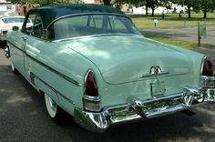 Photographs of the 1954 Lincoln Capri. An image gallery of the 1954 Lincoln Capri. Vintage Auto, Vintage Cars, Antique Cars, Lincoln Motor Company, Ford Motor Company, Car Hood Ornaments, Mercury Cars, Lincoln Mercury, Ford Classic Cars