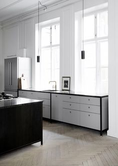 Grey/Black kitchen designed and crafted by Danish KBH Københavns Møbelsnedkeri (CPH Copenhagen Furniture Carpentry).