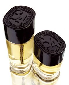 34 Boulevard Saint Germain by Diptyque is a woody, warm, spicy, aromatic and balsamic Chypre Floral fragrance with citrus, black currant, green notes, fig leaf, pink pepper, clove, cardamom and cinnamon in the top. Iris, geranium, tuberose, rose and violet in the middle. Woody notes, resins and eucalyptus in the base. - Fragrantica