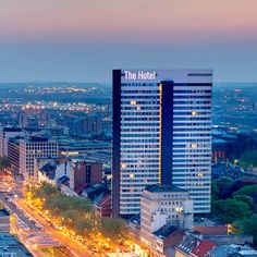 The Hotel has a business centre and twenty meeting rooms for business meetings or private events. The rooms offer a panoramic view of Brussels.