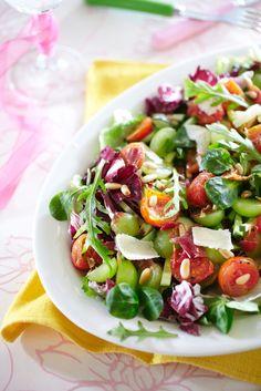 Farro Beet Mason Jar Salad with Pistachios and Apricots Wine Recipes, Salad Recipes, Cooking Recipes, Healthy Recipes, Healthy Food, Salad In A Jar, Soup And Salad, My Favorite Food, Favorite Recipes