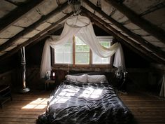 A marvelous site where people from around the world submit pictures of their cabins. Great photographs--great ideas.