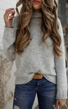 Stylish Winter Outfits To Stand Out From The Crowd gray turtle-neck sweater and blue distress bottoms Stylish Winter Outfits, Fall Winter Outfits, Autumn Winter Fashion, Casual Outfits, Cute Outfits, Winter Style, Casual Winter, Winter Clothes, Spring Outfits Women Over 30