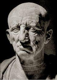 M. Porcio Catón. Analista, que sentía una especial aversión hacia toda la influencia helénica. Escribió su historia en latín.