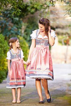 Wie die Mutter so die Tochter.. Passende Dirndl Modelle für klein und groß von Krüger