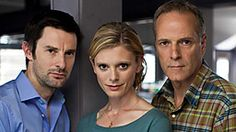 Drama series about a team of forensic pathologists. British Drama Series, British Actors, Emilia Fox Silent Witness, Best Series, Tv Series, Detective, Tv Happy, Crime, Bbc Drama