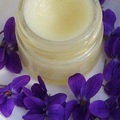Veilchenbalsam Rezept Nurturing skin balm made of violet flowers. Blue Makeup Looks, Lotion Bars, Skin Makeup, Pink Hair, Diy Beauty, Natural, The Balm, Diy And Crafts, Essential Oils