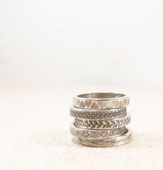 Silver Pattern Ring -  Silver Jewelry - Stacking Rings - Silver Wedding Band door emilyjdesign op Etsy https://www.etsy.com/nl/listing/166810377/silver-pattern-ring-silver-jewelry