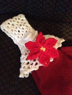 Crochet poinsettia towel topper Flower pattern below from http://thedaintydaisyblog.blogspot.com/2011/11/poinsettia-pattern.html?m=1 Topper pattern from etsy member SturmDM