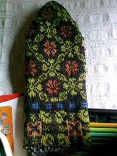 Rucavas cimdi. Traditional knit pattern mittens from Rucava.