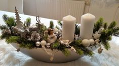 Here are the 20 Christmas centerpieces, which you liked the most … - Dekoration Christmas Advent Wreath, Christmas Candle Decorations, Christmas Flower Arrangements, Christmas Lanterns, Christmas Flowers, Simple Christmas, Christmas Home, Christmas Crafts, Deco Floral