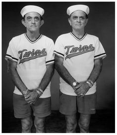 Gemelos // Twins (by Mary Ellen Mark, 2003)   …y mientras tanto // …and meanwhile