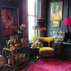 Image in Decor collection by Luna de Antiguedades Living Room Decor, Living Spaces, Bedroom Decor, Dark Living Rooms, Entryway Decor, Interior Inspiration, Room Inspiration, Estilo Hollywood Regency, Deco Baroque